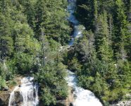 Wasserfall und White Pass & Yukon Route in Skagway